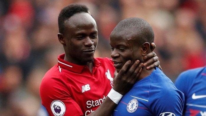 Pemain Liverpool Sadio Mane dan Chelsea N'Golo Kante pada pertemuan kedua tim di 2019