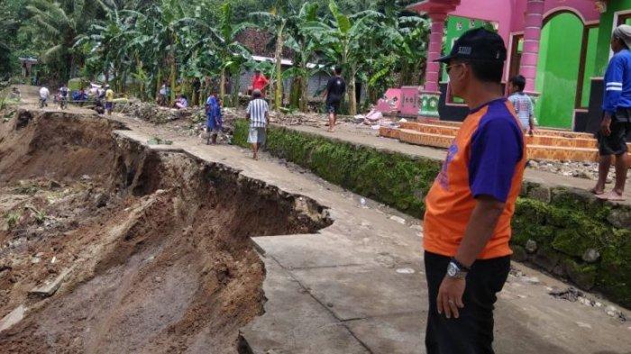 Hujan Intensitas Tinggi, Talud Kali Opak Ambles, Ancam Dua Rumah Warga