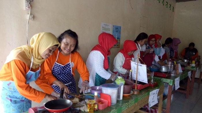 Warga RW 04 Mrican Gelar Lomba Masak Jajanan Nusantara