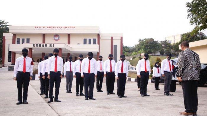 Sebanyak 18 pegawai Komisi Pemberantasan Korupsi (KPK) yang menjadi peserta Pendidikan dan Pelatihan (Diklat) Bela Negara dan Wawasan Kebangsaan dinyatakan lulus pada Jumat (20/8/2021)