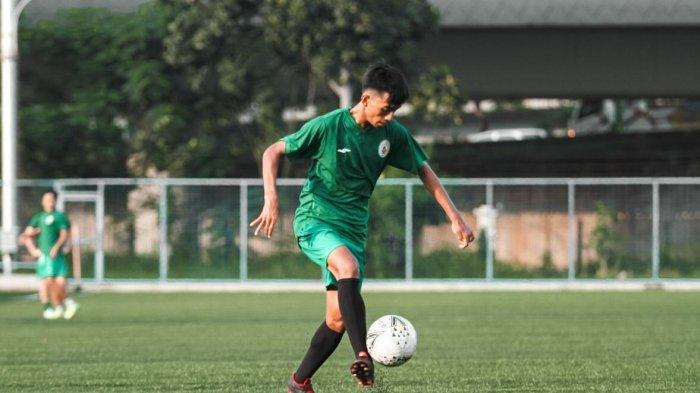 Pemain Muda PSS Sleman Ajari Anak-Anak Sepak Bola di Tengah Ketidakjelasan Liga Indonesia