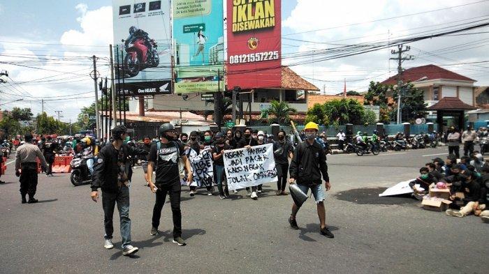 BREAKING NEWS : Mahasiswa dan Elemen Masyarakat Berdatangan dalam Aksi #JogjaMemanggil