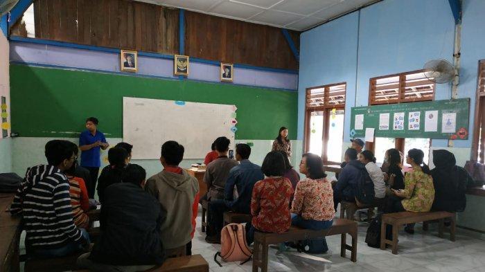 Mahasiswa Public Relations ASMI Santa Maria Yogyakarta Adakan Aksi Sosial