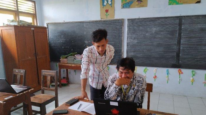 Tak Kalah oleh Usia, Guru SDN Sidorejo Kebumen Antusias Pelajari Media Pembelajaran Daring