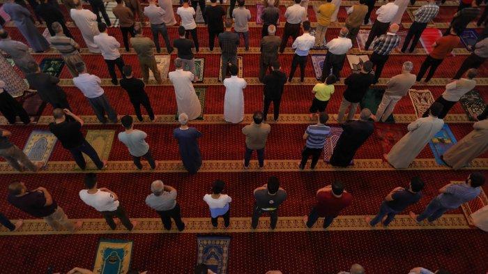 Kumpulan Doa yang Dibaca Setelah Salat 5 Waktu Mulai Isya hingga Subuh