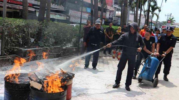 Malioboro Mall Adakan Basic Fire Training