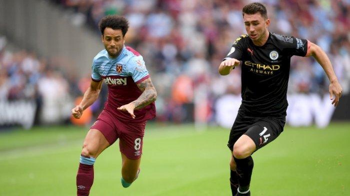 Pemain bek Manchester City Aymeric Laporte (kanan)