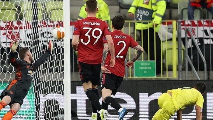 Penyerang Villarreal Gerard Moreno mencetak gol ke gawang Manchester United pada laga final Liga Europa antara Villarreal dan Man United di Stadion Gdansk, Kamis (27/5/2021) dini hari WIB.