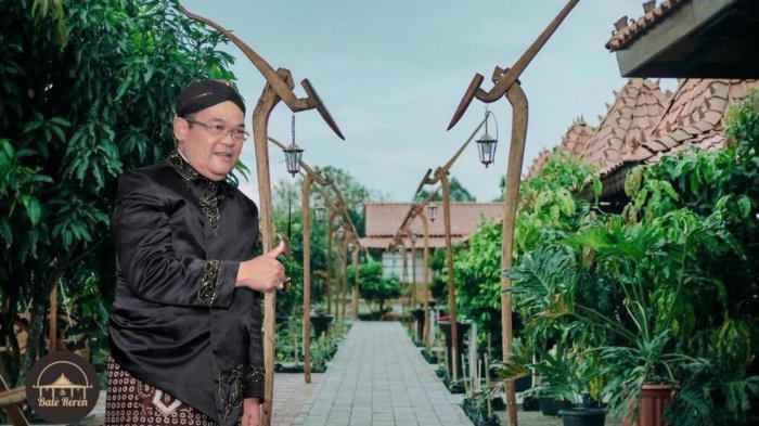 Makan Sambil Belajar Budaya Jawa di Bale Reren Milik Prof Sutrisna Wibawa Mantan Rektor UNY