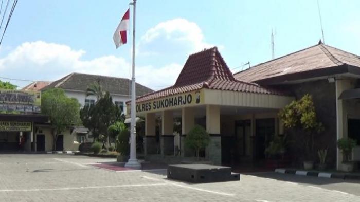 Polisi Sita Buku Berjudul The Missing Link G 30 S dari Toko Swalayan