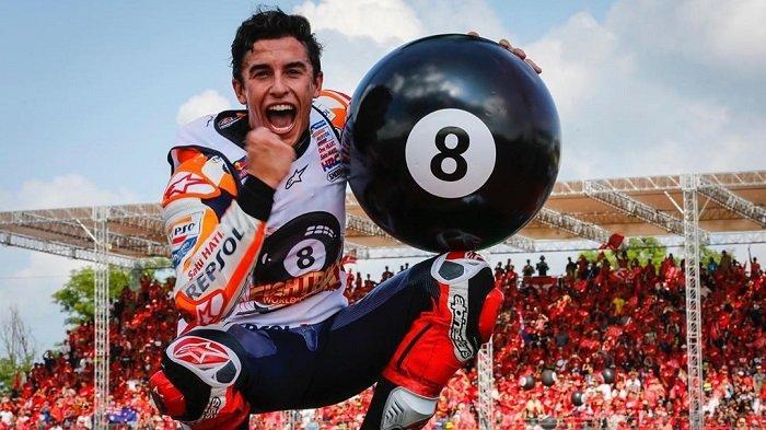 Marc Marquez saat merayakan juara dunia kedelapannya di sirkuit Buriram, Thailand.