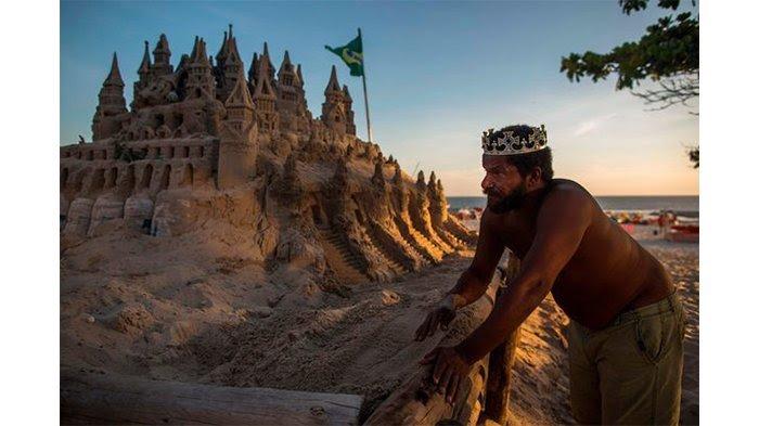 Wow, Pria Brazil Ini Betah Tinggal di Istana Pasir Selama 22 Tahun