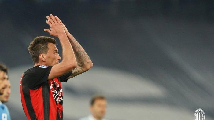 Penyerang AC Milan, Mario Mandžuki? saat tampil di laga kontra Lazio di Olimpico, Selasa (27/4/2021) dini hari WIB.