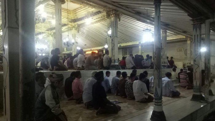 Dewan Masjid DIY Anjurkan Salat Tarawih Digelar Dua Shift