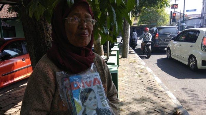 Kisah Mbah Narkuah, Tetap Semangat Kerja Keras di Usia Senja Berjualan TTS di Pinggir Jalanan Jogja