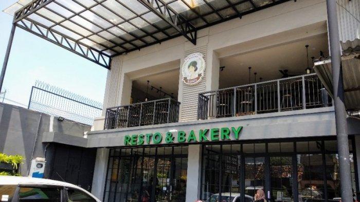 Mencicipi Bakpia Premium dan Nasi Pedas Ala Kenes Resto & Bakery