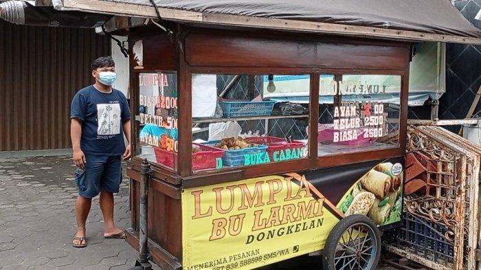 Mencicipi Lezatnya Lumpia Bu Larmi Dongkelan, Terjual Ribuan Porsi Sehari