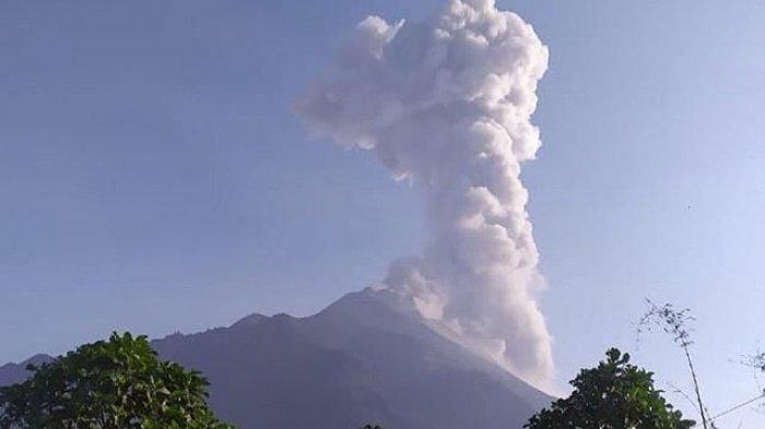 BREAKING NEWS : Sore Ini, Merapi Semburkan Awan Panas Setinggi 3000 Meter