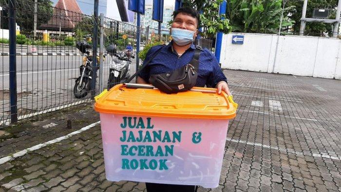 Meski dalam Keterbatasan, Mahasiswa UIN Yogyakarta Ini Tetap Semangat Berjualan Camilan Keliling