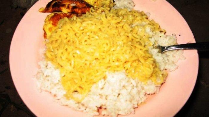 Makan Mi Instan Dicampur Nasi. Bahayakah bagi Kesehatan Kita?