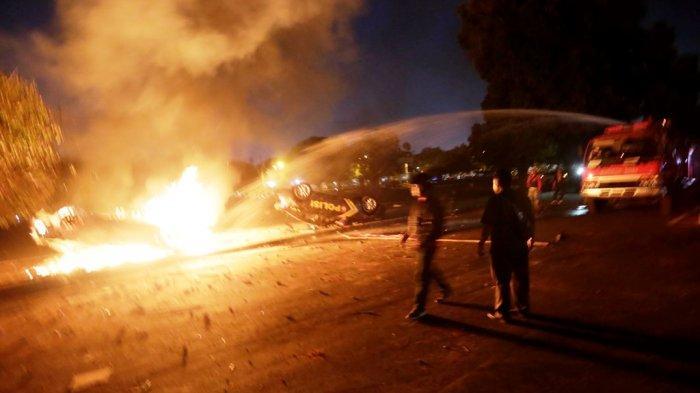 Rusuh Laga PSIM Yogyakarta Vs Persis Solo, Pemain Persis Dievakuasi Pakai Mobil Barcuda