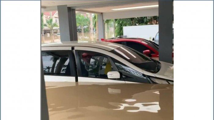 Begini Pertolongan Pertama terhadap Mobil yang Terendam Banjir