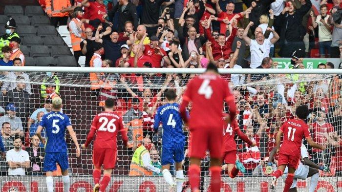Mohamed Salah mencetak gol dari titik penalti di Liga Inggris antara Liverpool vs Chelsea di Anfield di Liverpool, barat laut Inggris pada 28 Agustus 2021.