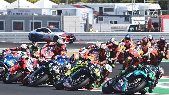 Pembalap mengemudikan motornya saat Grand Prix MotoGP San Marino di Sirkuit Misano Marco Simoncelli pada 13 September 2020.