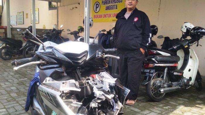 Diduga Kurang Konsentrasi, Driver Ojol Tabrak Bokong Truk
