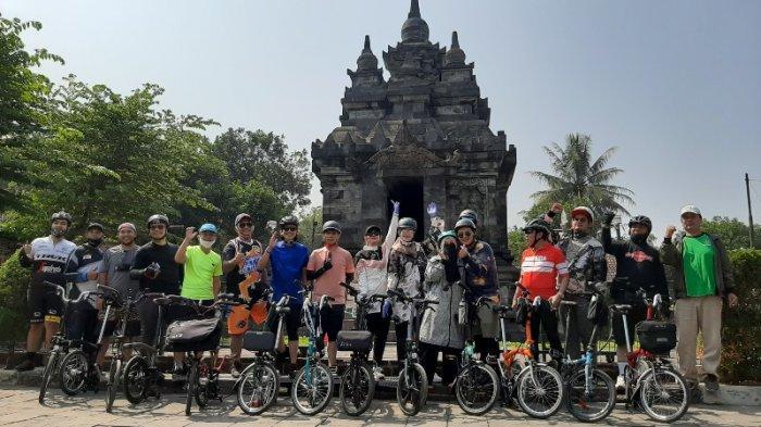 Naiki Sepeda Brompton, Sejumlah Artis dan Anggota DPR Promosikan Wisata di Kawasan Borobudur