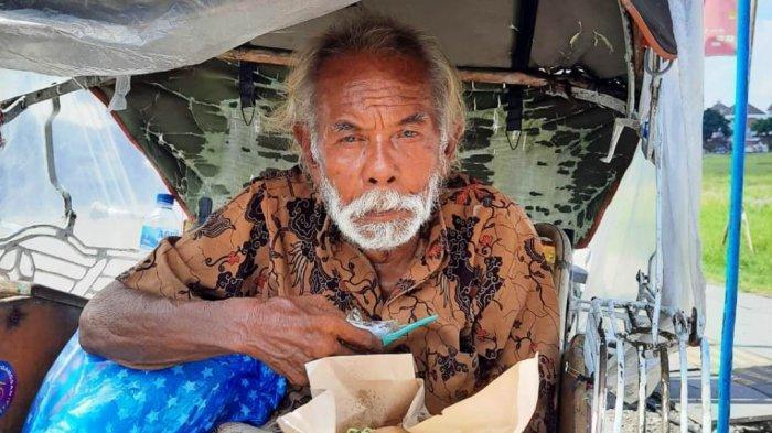 Solidaritas Pangan Jogja Bagi-bagi 500 Bungkus Nasi ke Driver Ojol dan Tukang Becak