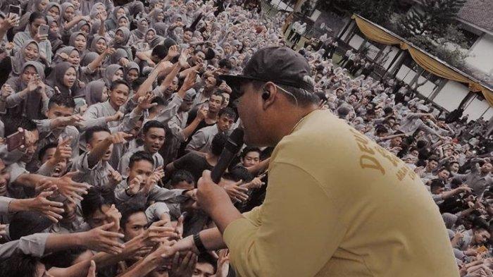 Lirik Lagu 'Mendung Tanpo Udan' yang Viral di TikTok : Aku Moco Koran Sarungan, Kowe Blonjo Dasteran