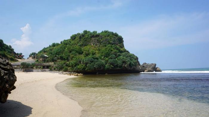 Pantai Nguyahan Tempat Pas untuk Cari Ketenangan