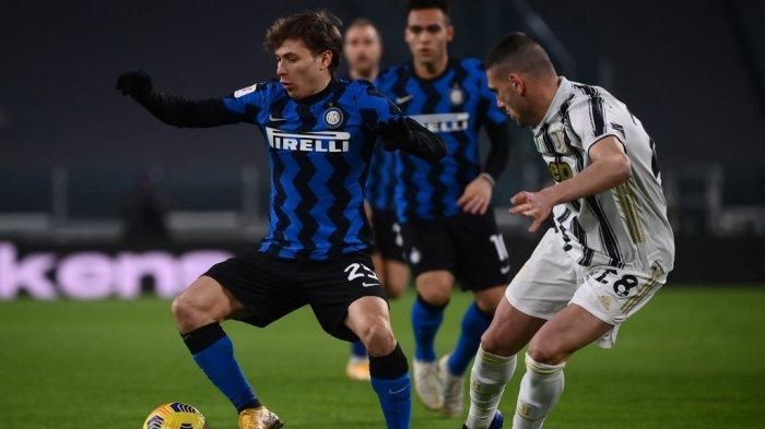 Nicolo Barella dan Merih Demiral di leg kedua semifinal Piala Italia Juventus vs Inter Milan pada 9 Februari 2021 di stadion Juventus di Turin.
