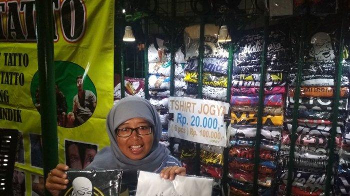 Nikmati Malam di Titik Nol Kilometer Yogyakarta, Presiden Jokowi Sempatkan Beli Kaos