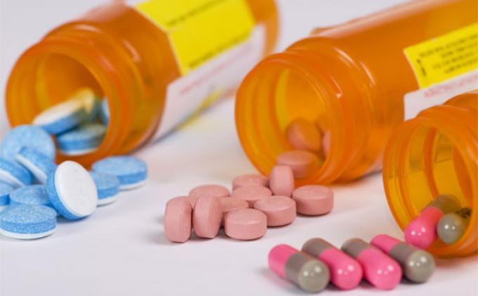 Perbedaan Obat Pereda Nyeri Aspirin vs Ibuprofen Serta Efek Sampingnya
