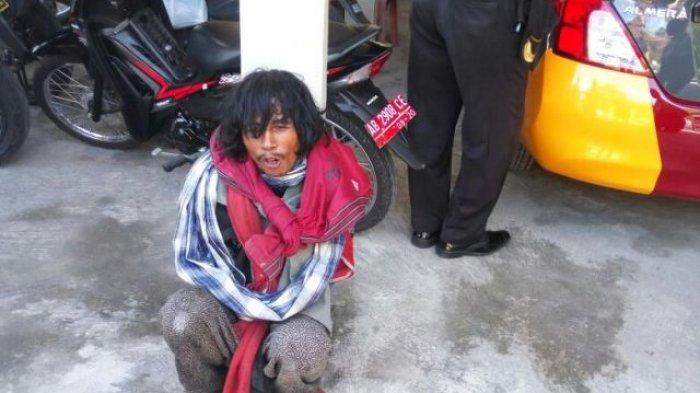 Ilustrasi: Orang gila yang diketahui bernama Rukidi (35), warga Temanggung Jawa Tengah saat diamankan di Polsek Godean.
