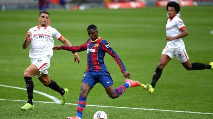 Ousmane Dembele mencetak gol di liga Spanyol Sevilla FC vs FC Barcelona di stadion Ramon Sanchez Pizjuan di Seville pada 27 Februari 2021.