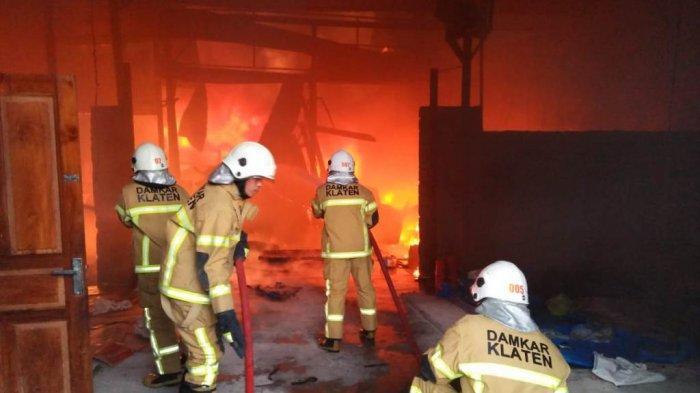 Pabrik Makanan Ringan di Klaten Diamuk Si Jago Merah, Kerugian Ditaksir Ratusan Juta