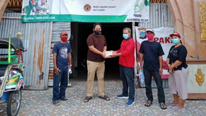 PAC PDIP Danurejan bagikan masker di Masjid Quwwatul Islam Yogyakarta