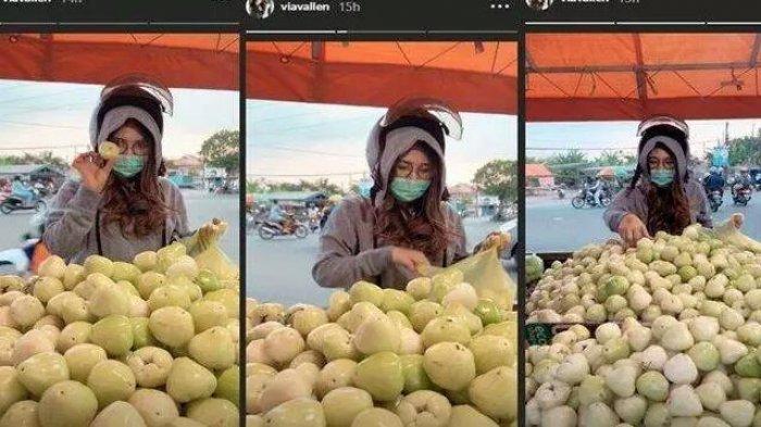 Via Vallen Beli Jambu di Pinggir Jalan Bersama Adik, Masih Pake Helm Hingga Pedagang Tak Kenalinya