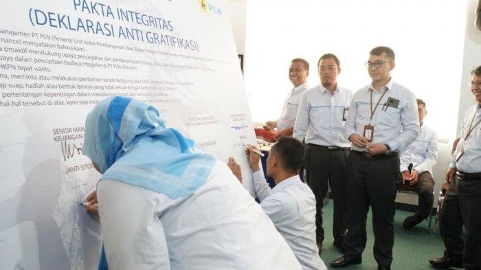 Pegawai PT PLN Unit Induk Pembangunan Jawa Bagian Tengah II Tanda Tangani Pakta Integritas