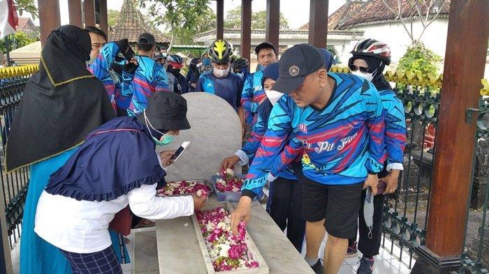 Kembali Gelar 'Pit-pitPAN', Wawali dan PAN Kota Yogyakarta Ziarah ke Makam HOS Cokroaminoto