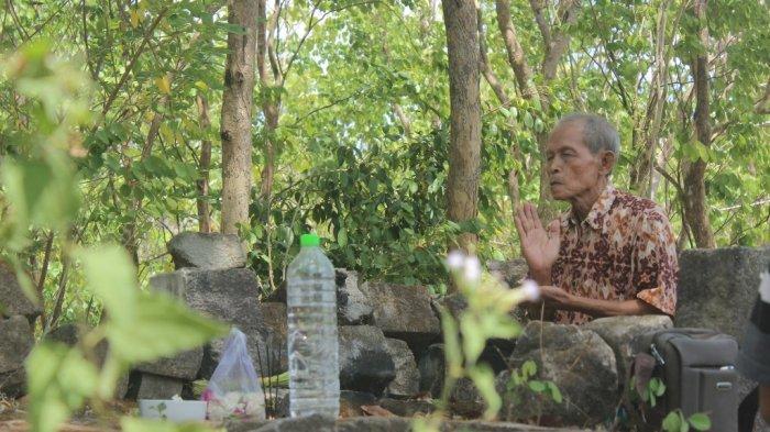Situs Mintorogo Diduga Reruntuhan Era Peradaban Buddha Mataram Kuno Tertinggi di Yogyakarta - pandita-marsudi-kusumo-sedang-menjalani-pradaksina.jpg