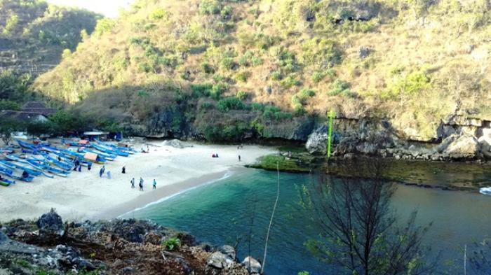 Pesona Pantai Gesing dan Info Spot Foto, Tiket, Hingga Lokasinya