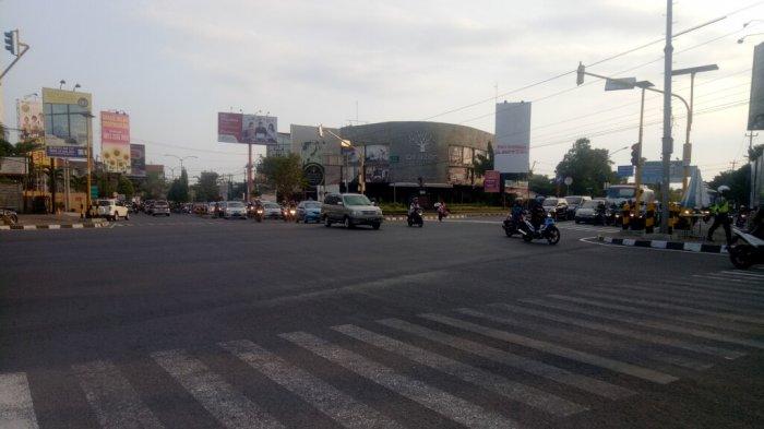 Minggu Siang, Lalu Lintas Simpang Empat Condongcatur Terpantau Ramai Lancar