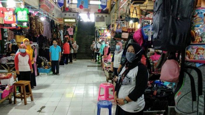 Pedagang Pasar Argosari Wonosari Gunungkidul Mengenang Masa Sekolah Lewat Indonesia Raya