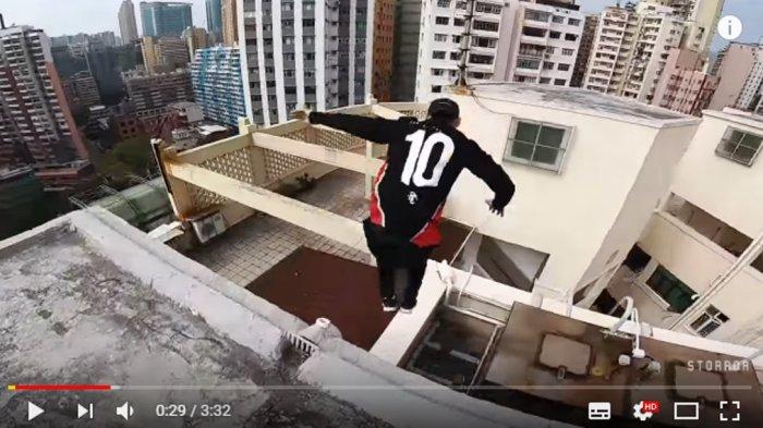 Bikin Merinding, Atlet Parkour Ini Jelajahi Atap Gedung di Hongkong