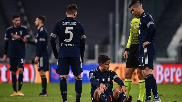 Paulo Dybala dan Cristiano Ronaldo di Serie A Italia Juventus vs Sassuolo pada 10 Januari 2021 di stadion Juventus di Turin.