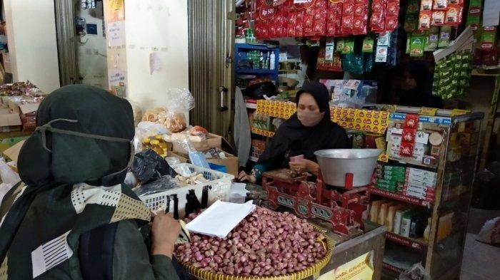 Pantauan Harga Bahan Pokok Pasar Bantul Ajek, Beberapa Kebutuhan Harganya Cenderung Turun